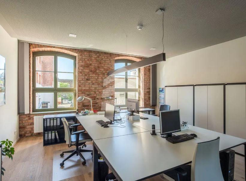 Muster Büro